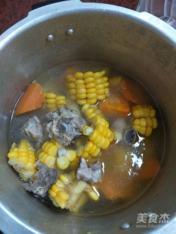玉米胡萝卜炖排骨的简单做法