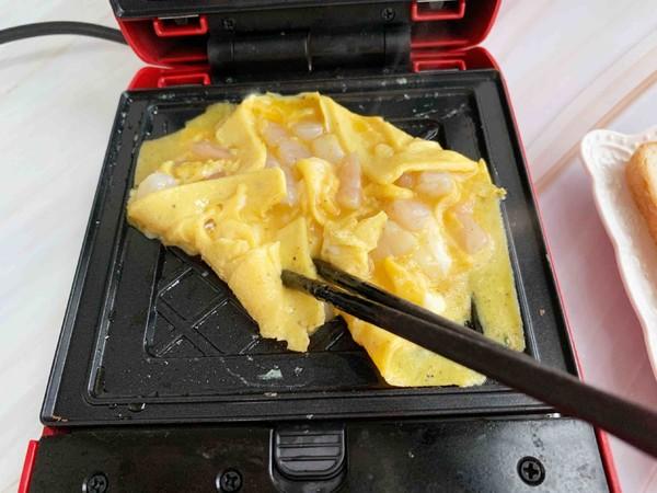 鲍鱼辣酱虾仁滑蛋三明治的简单做法