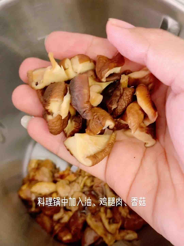 颗粒分明,酱香浓郁的香菇鸡腿焖饭的家常做法