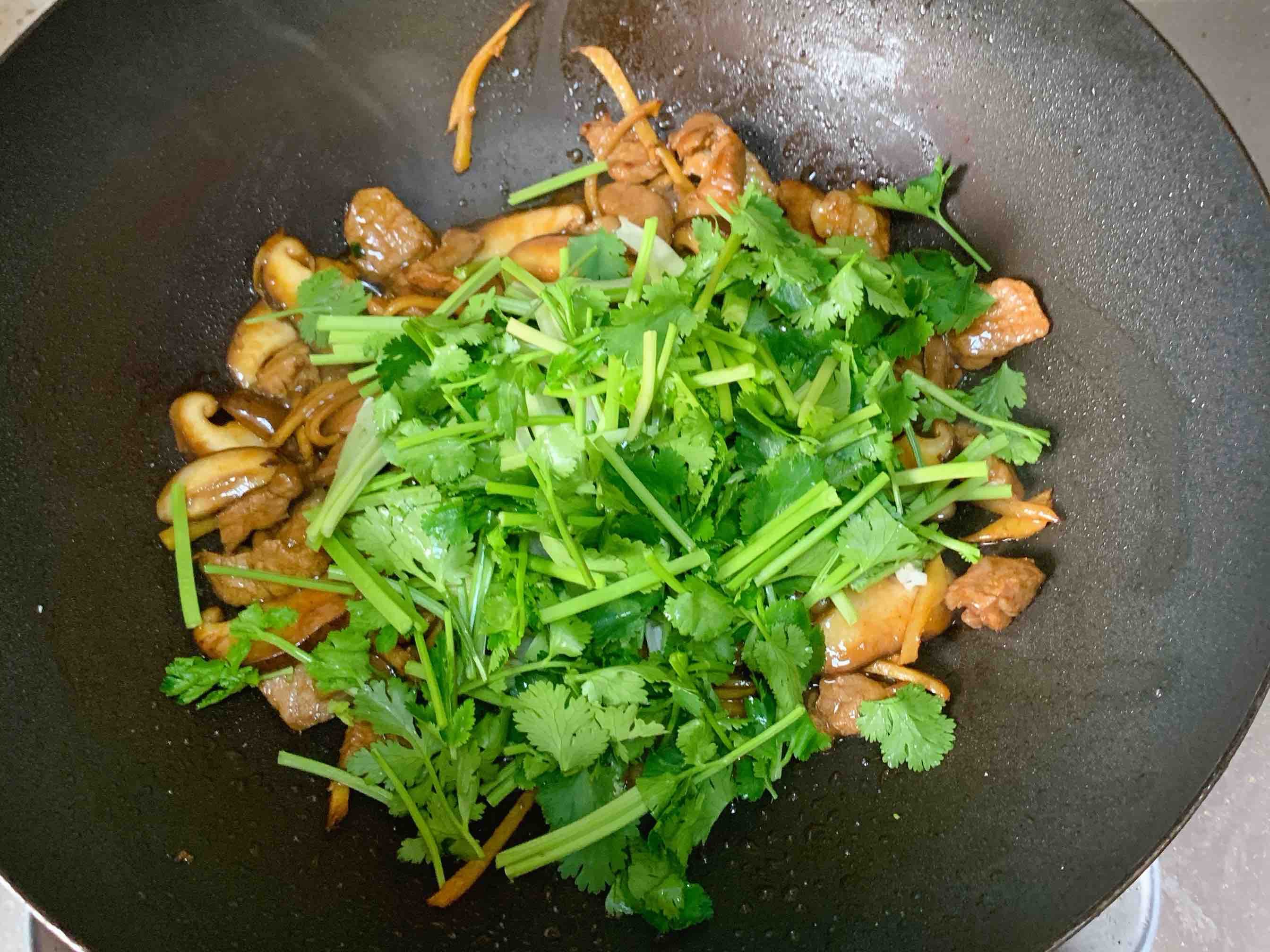 香菜炒肉怎么吃