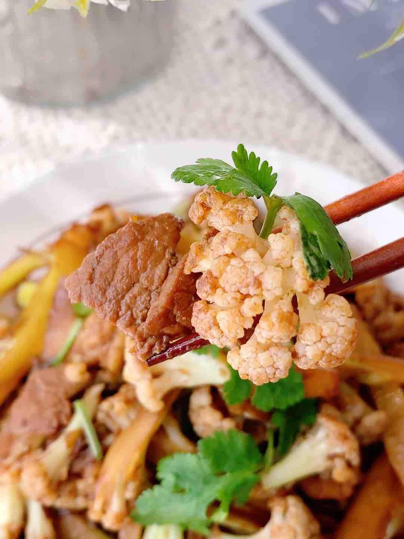 酱爆松花菜炒肉成品图