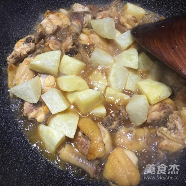 土豆焖鸡怎么炖