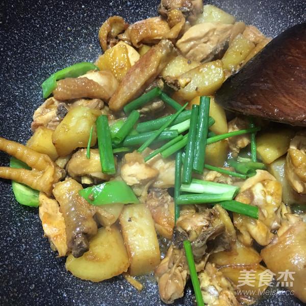 土豆焖鸡怎样做