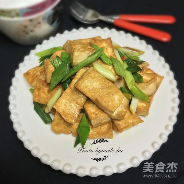 蒜苗豆腐怎么煸
