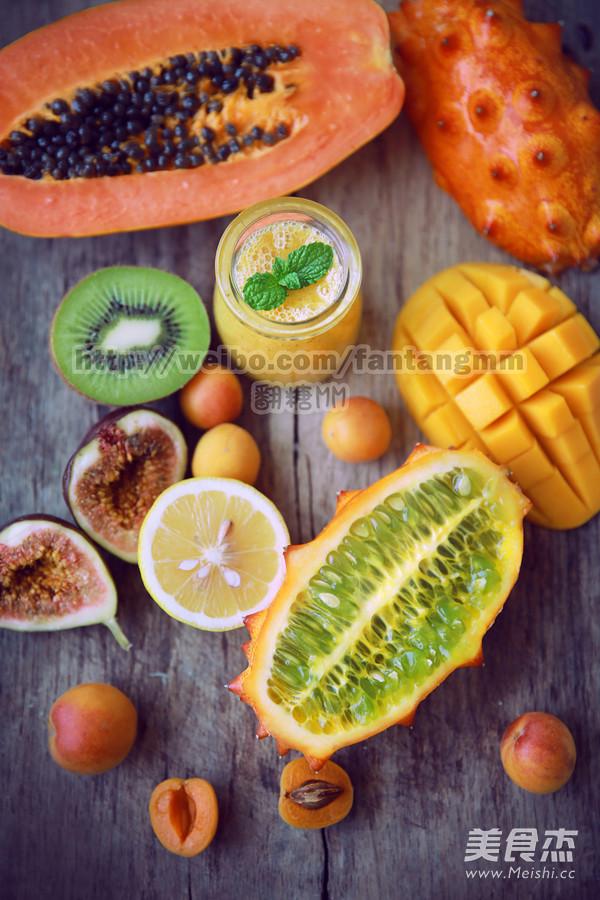 热带水果综合果汁成品图