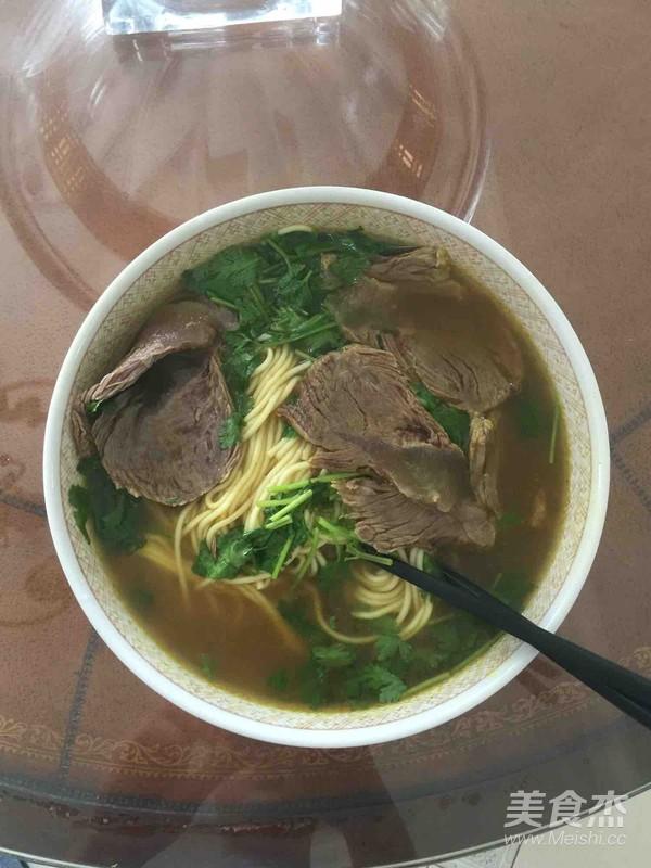 咖喱牛肉汤面怎么吃