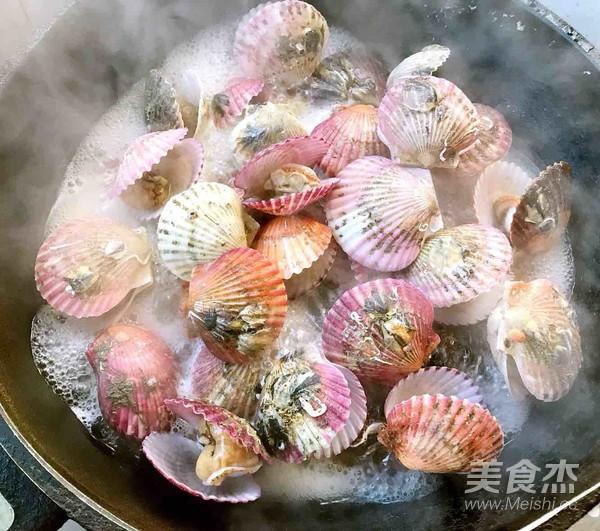 干锅蒸扇贝怎么吃