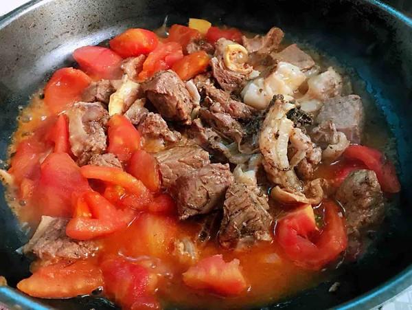 番茄黄豆炖牛腩怎么煮