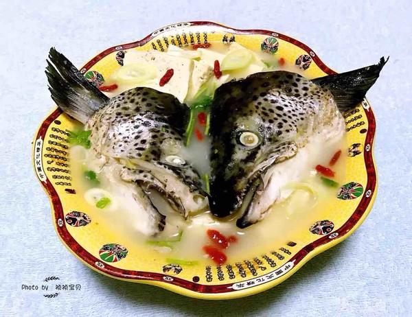 三文鱼头炖豆腐怎样做