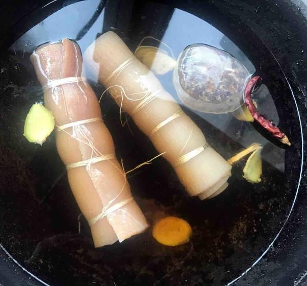 卤金钱猪皮卷的简单做法