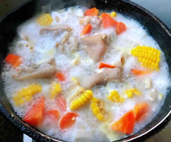 猪蹄莲藕玉米胡萝卜汤怎样煸