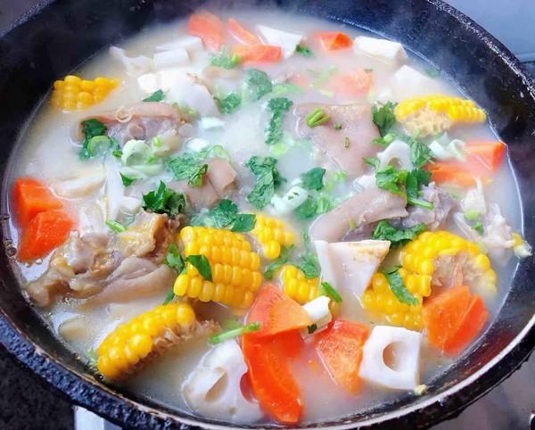 猪蹄莲藕玉米胡萝卜汤怎样做