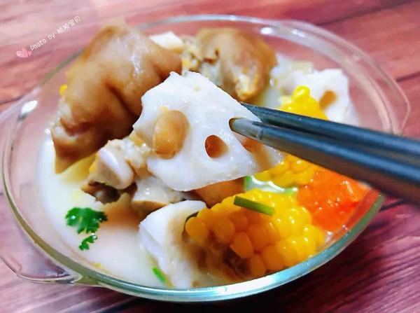 猪蹄莲藕玉米胡萝卜汤的制作方法