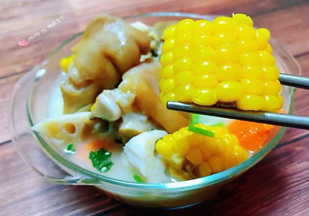 猪蹄莲藕玉米胡萝卜汤的制作