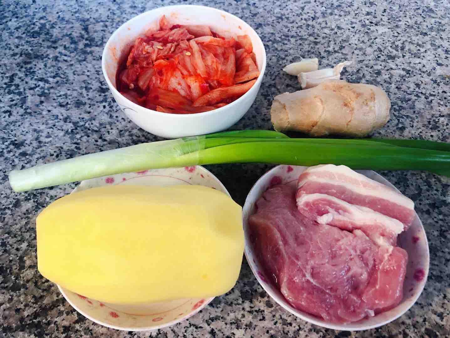 五花肉辣白菜炒土豆片的做法大全