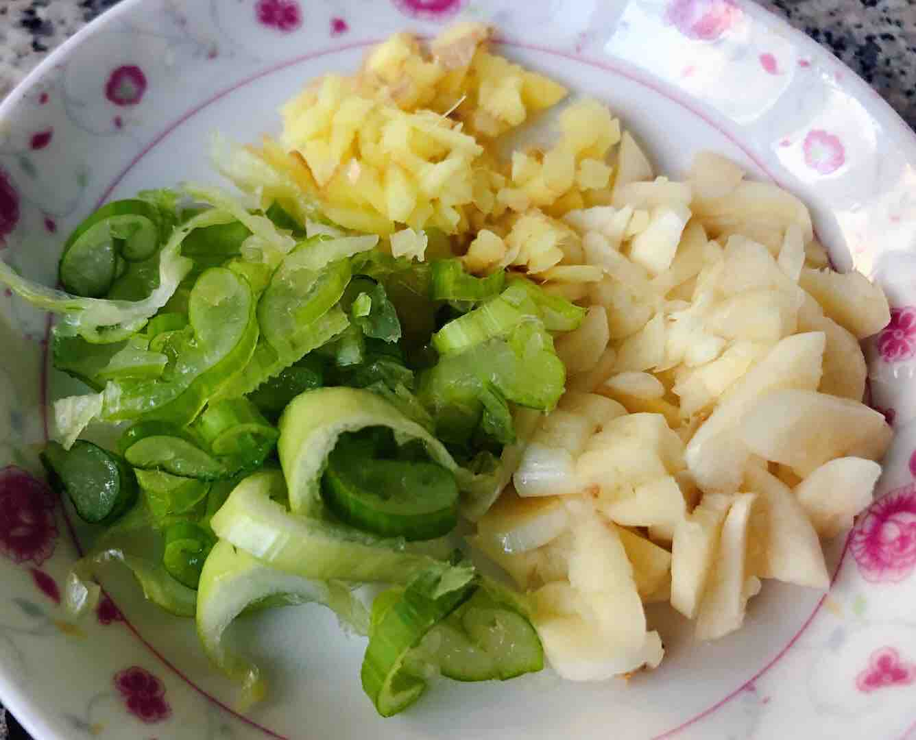 五花肉辣白菜炒土豆片的家常做法