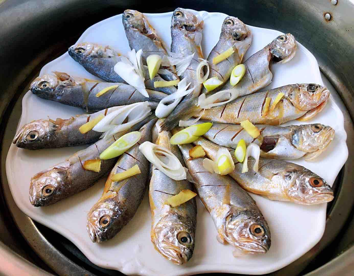 清蒸黄花鱼的步骤