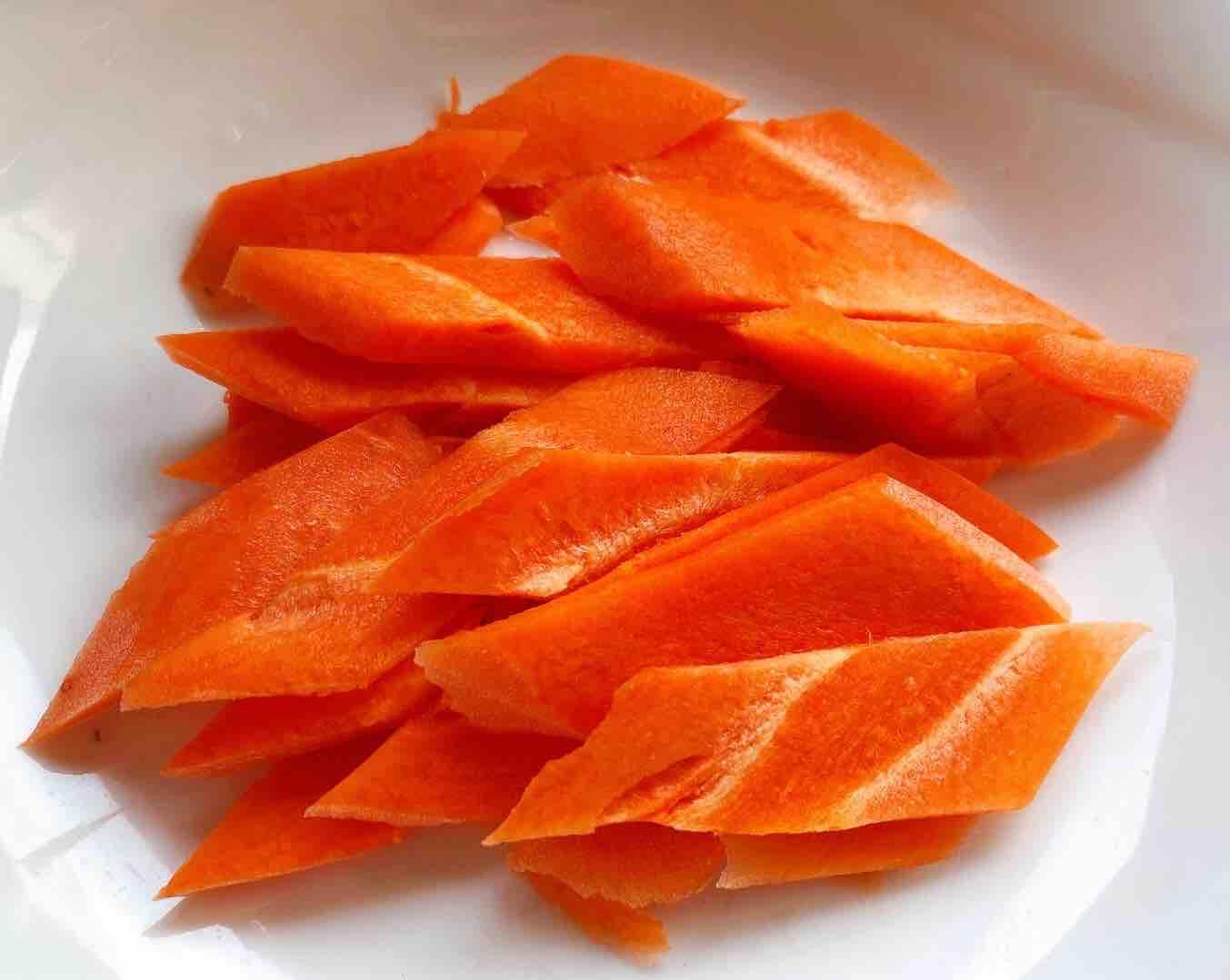 茼蒿炒鸡蛋香菇胡萝卜的简单做法