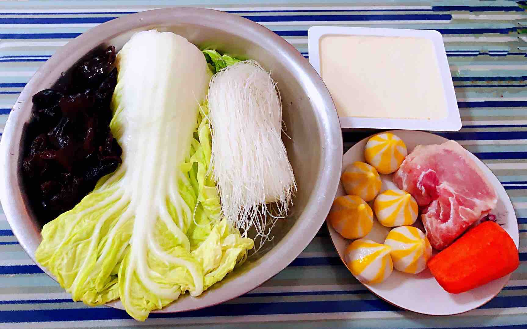 猪肉白菜海胆丸豆腐粉丝汤的做法大全