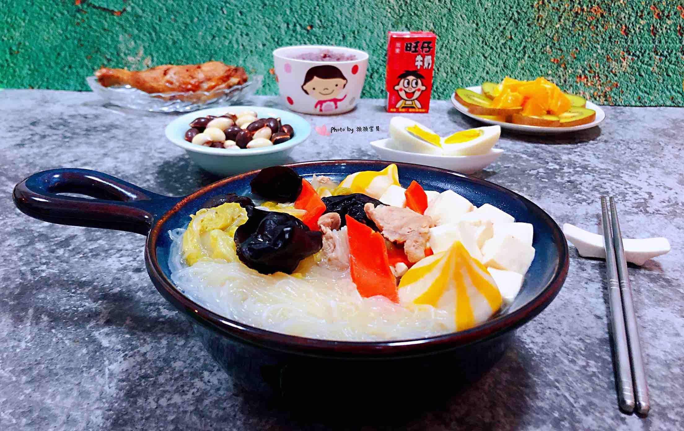 猪肉白菜海胆丸豆腐粉丝汤的制作