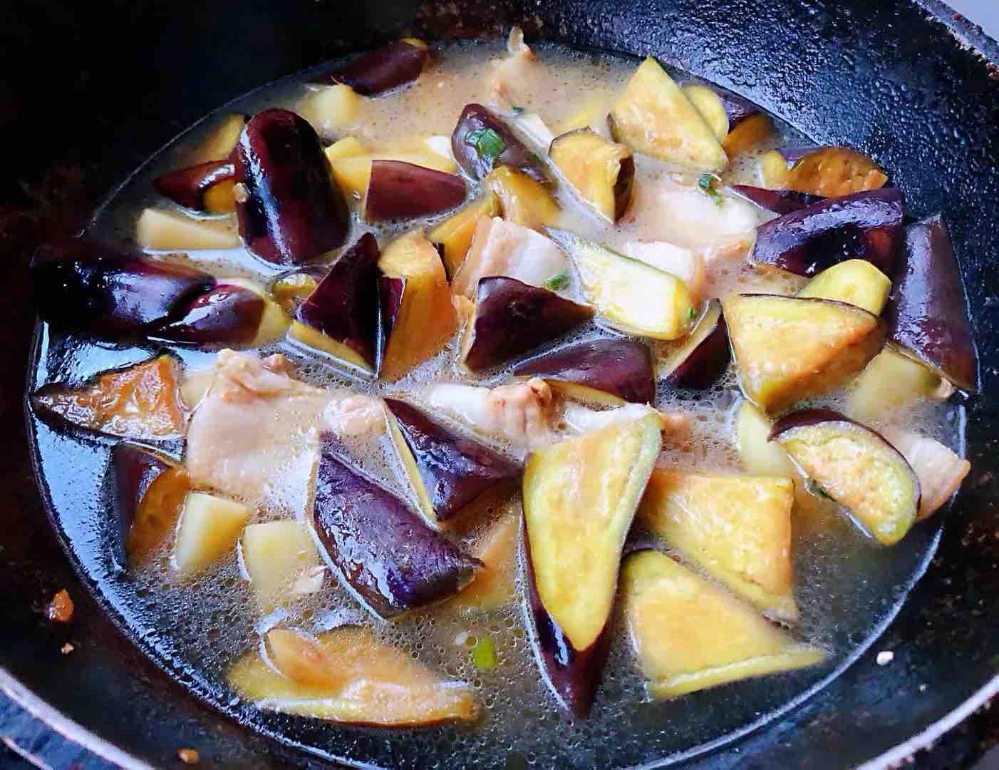 土豆茄子炖五花肉怎么煮