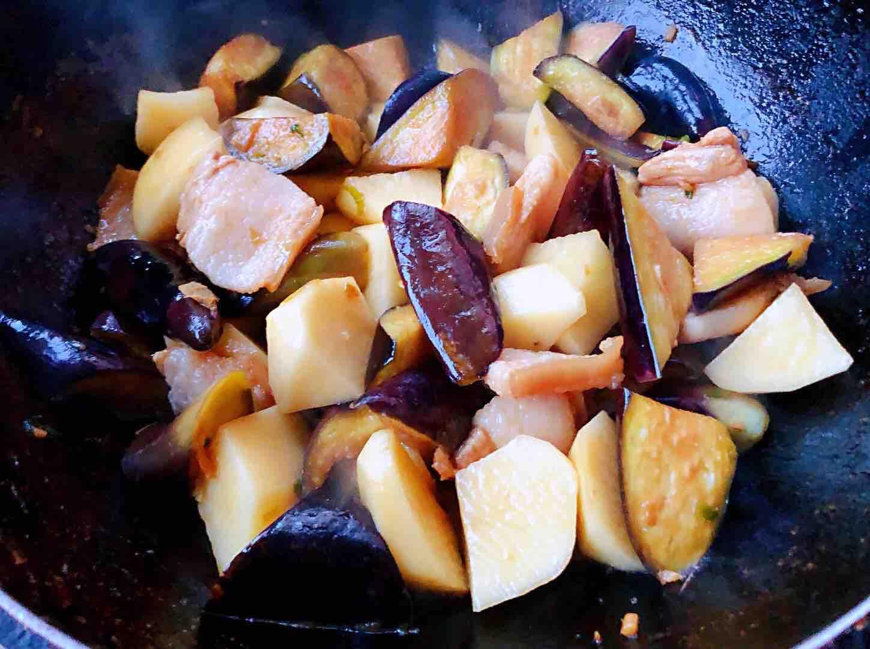 土豆茄子炖五花肉怎么炒