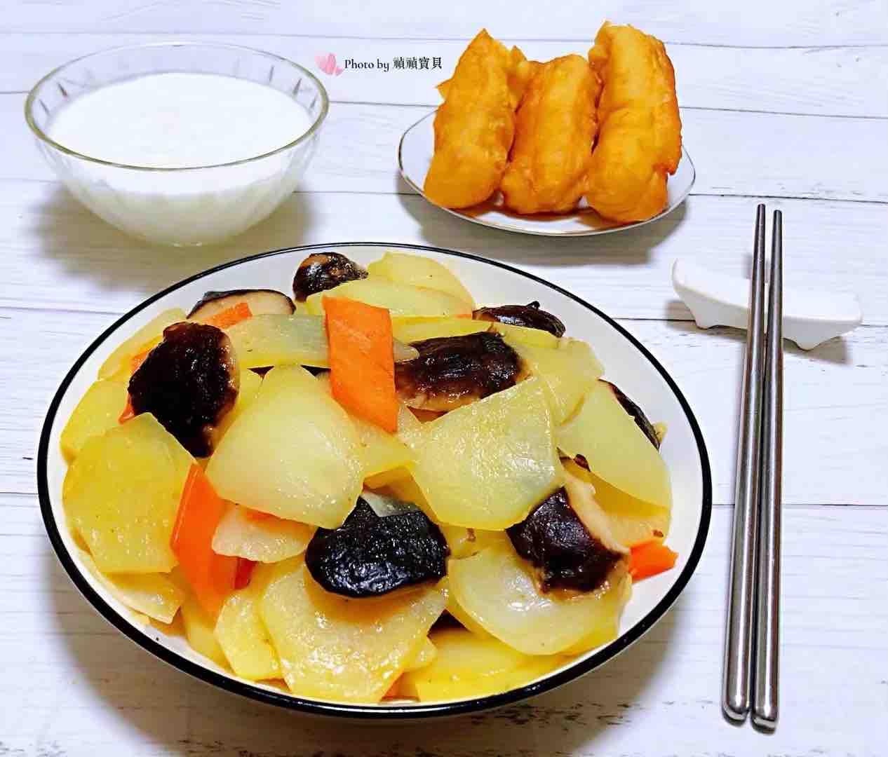 洋葱香菇胡萝卜炒土豆片怎样做