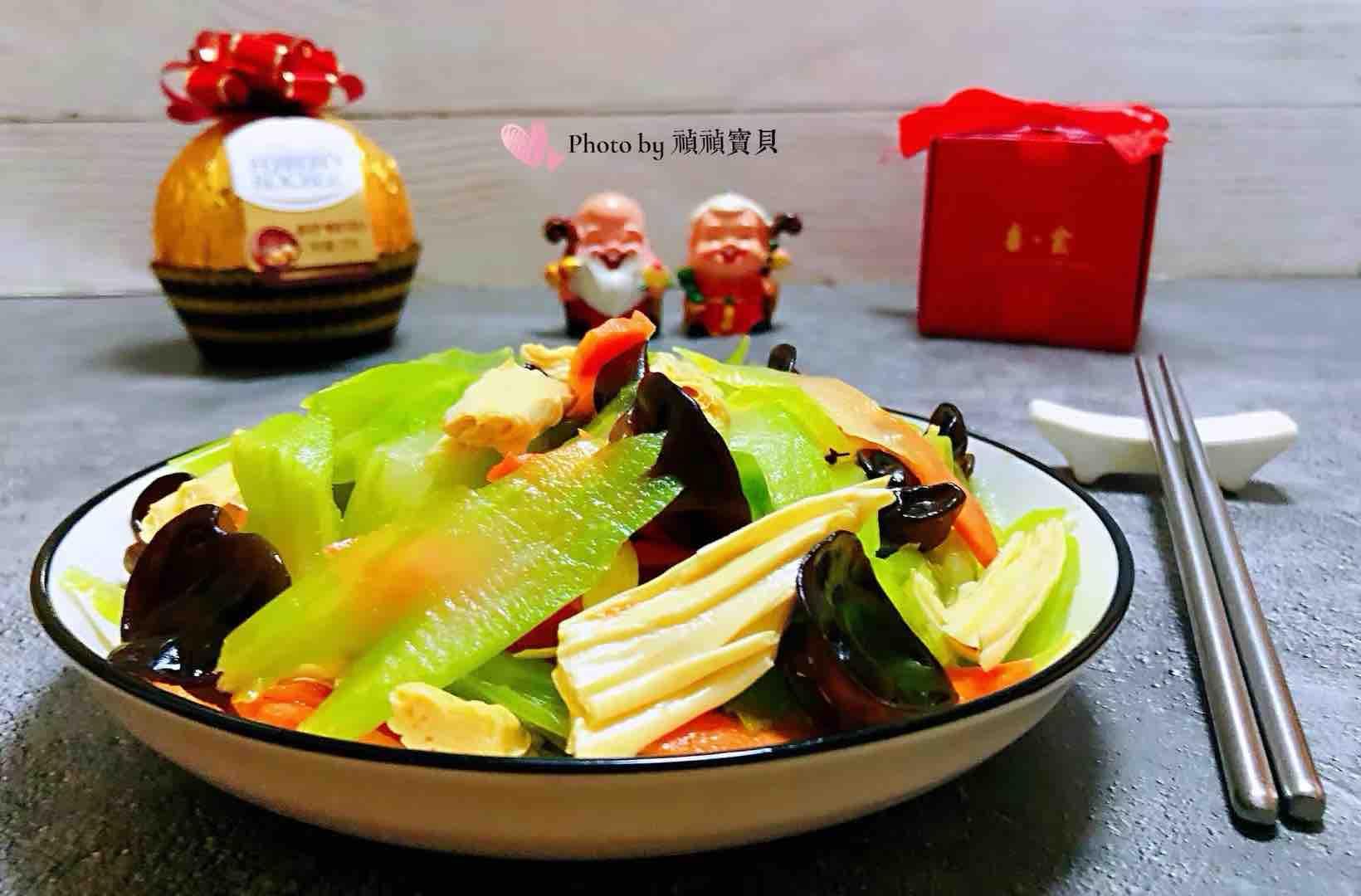 芹菜胡萝卜木耳拌腐竹怎样做