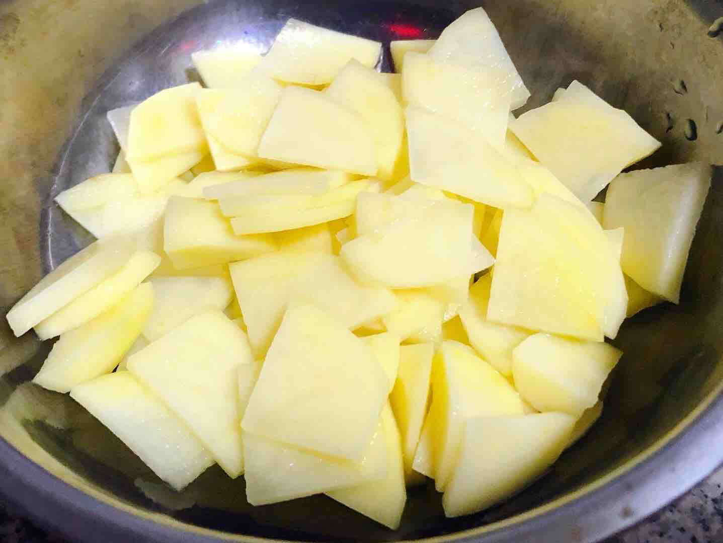 西红柿炒土豆片的简单做法