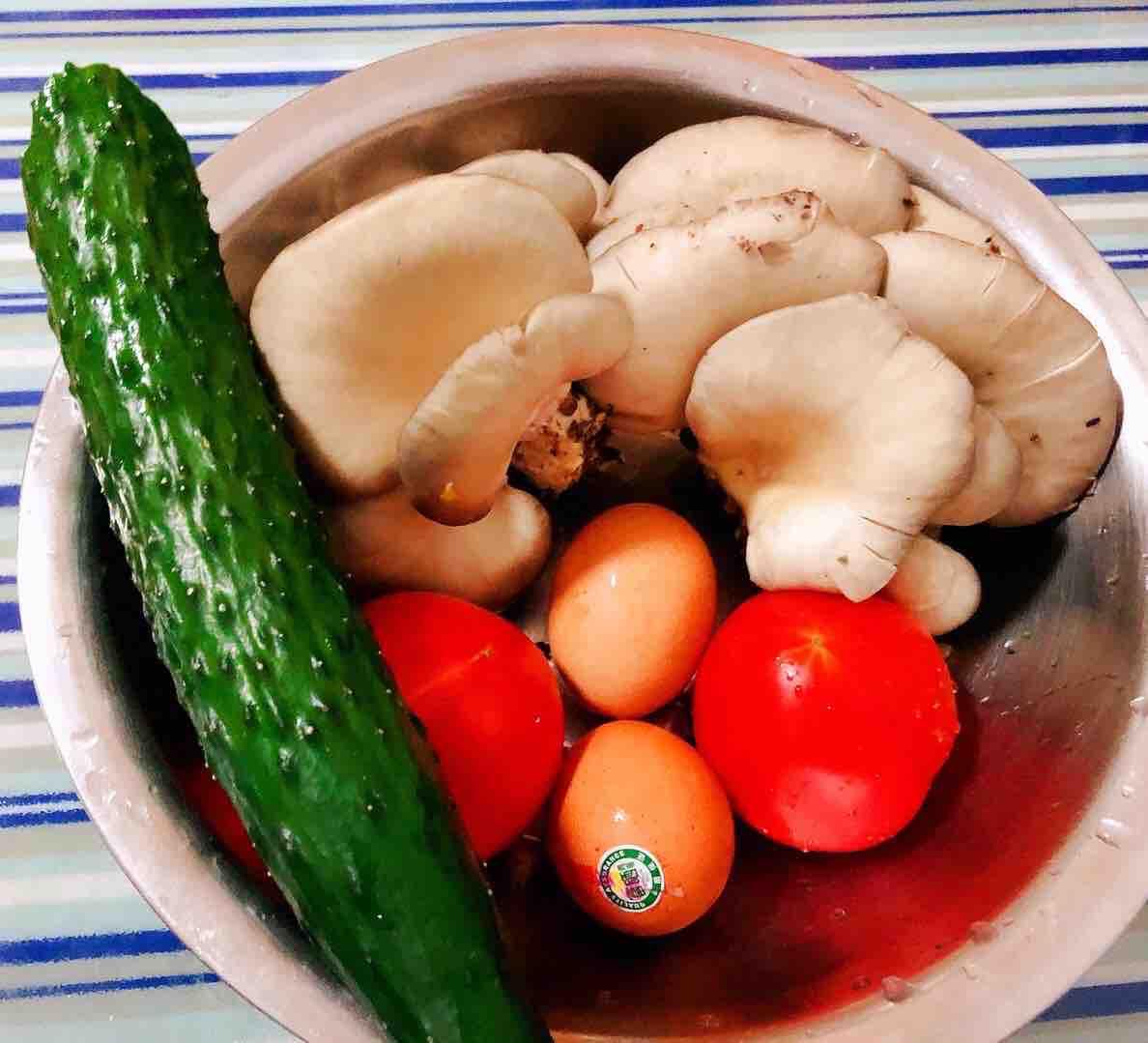 西红柿平菇黄瓜蛋花汤的做法大全