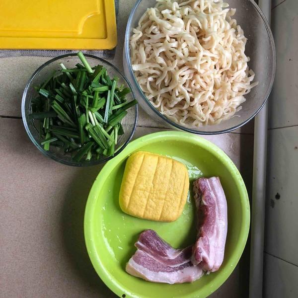 五花肉豆干韭菜炒面的做法大全