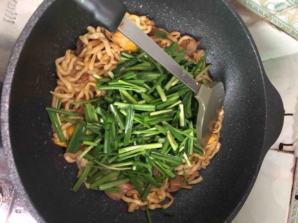五花肉豆干韭菜炒面怎么吃