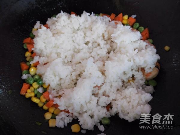 虾仁五彩炒饭怎么煸
