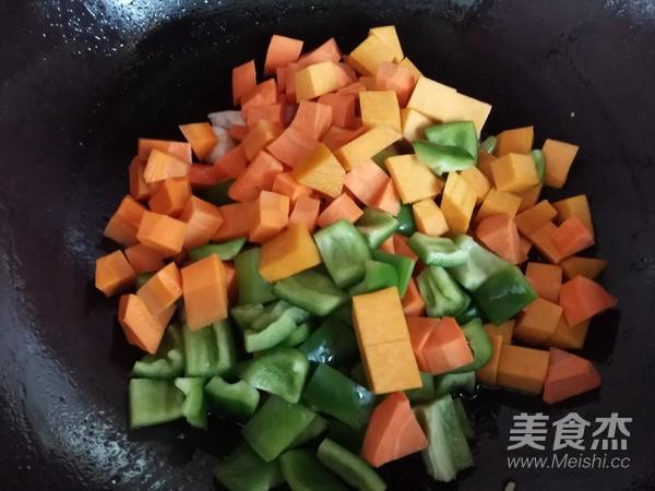 五彩时蔬炒鸡丁怎么吃