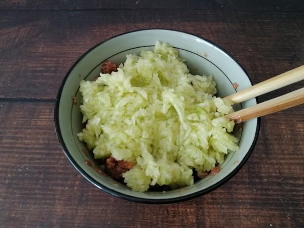 西葫芦猪肉饺子的简单做法