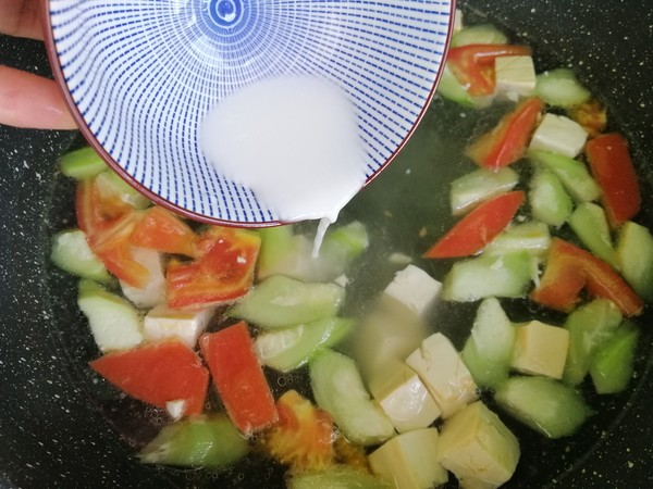 丝瓜豆腐蛋花汤的简单做法