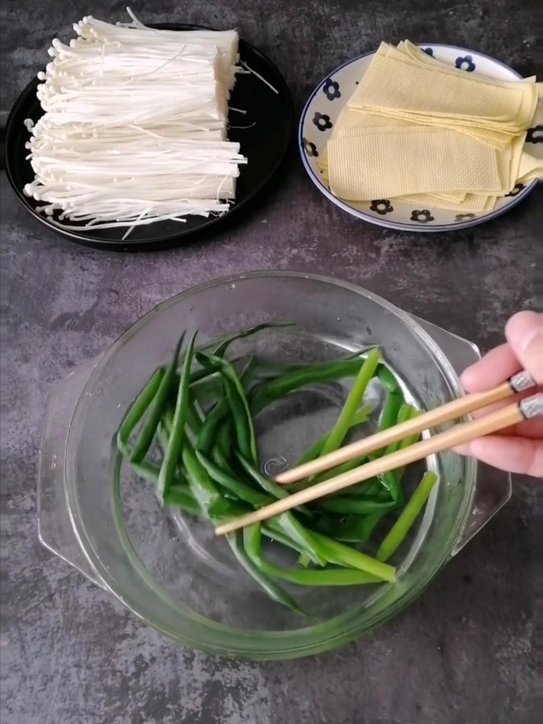 豆皮金针菇卷的做法图解