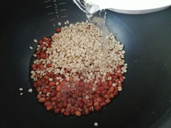 牛奶红豆薏米粥的家常做法