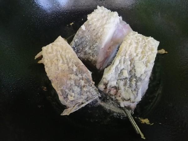 香菇豆腐炖草鱼怎么做