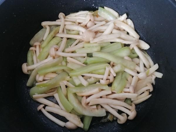 海鲜菇炒丝瓜怎么炒