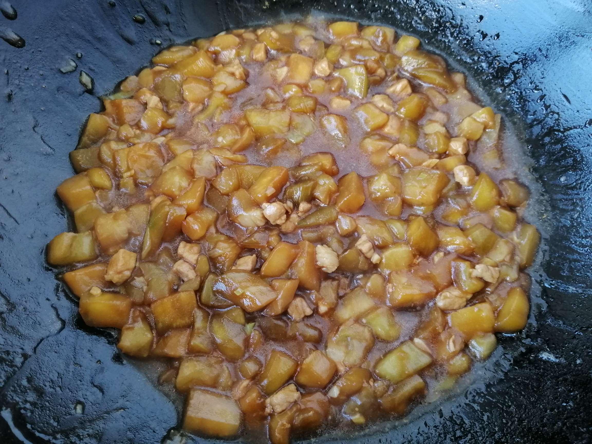 茄子肉丁盖浇饭的步骤