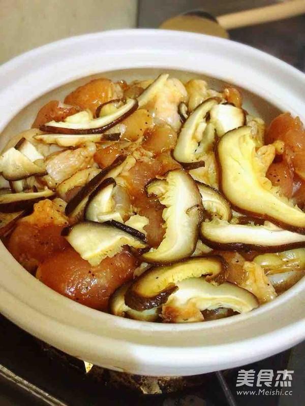 香菇滑鸡砂锅饭(懒人版)的简单做法