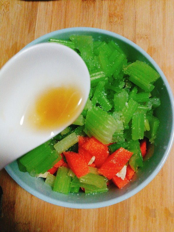 凉拌芹菜腐竹怎么做