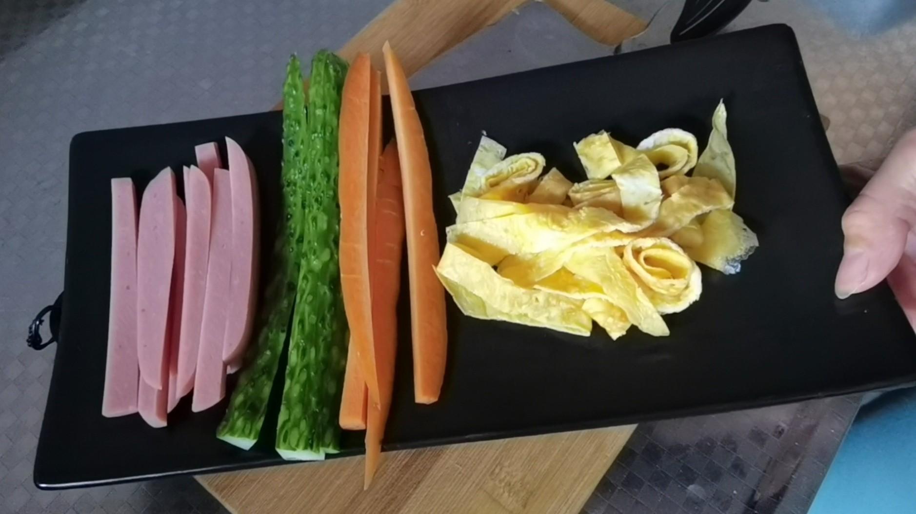 最适合做早餐的快手食谱~咸蛋黄寿司卷的做法图解