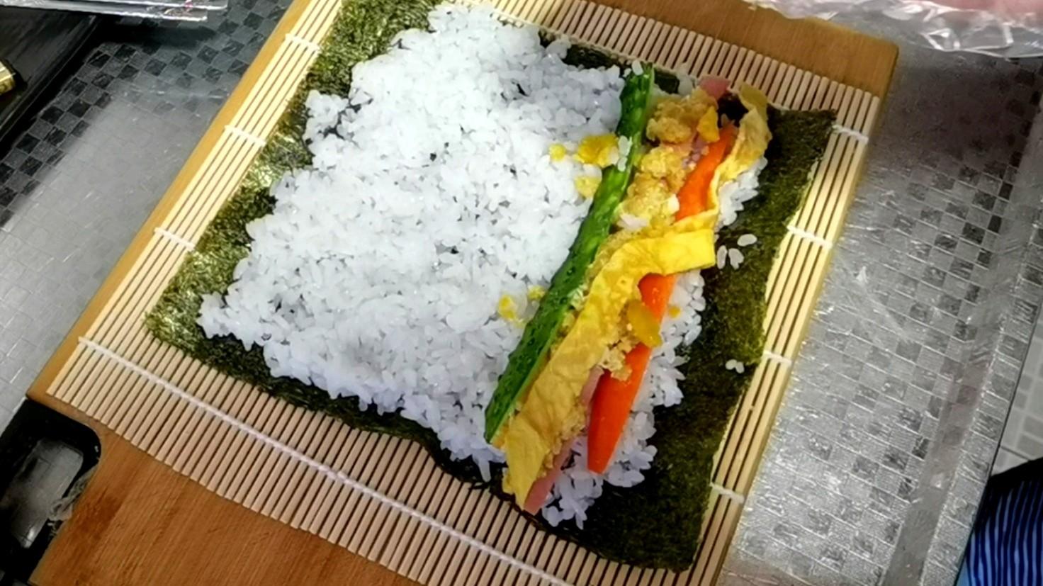 最适合做早餐的快手食谱~咸蛋黄寿司卷怎么吃