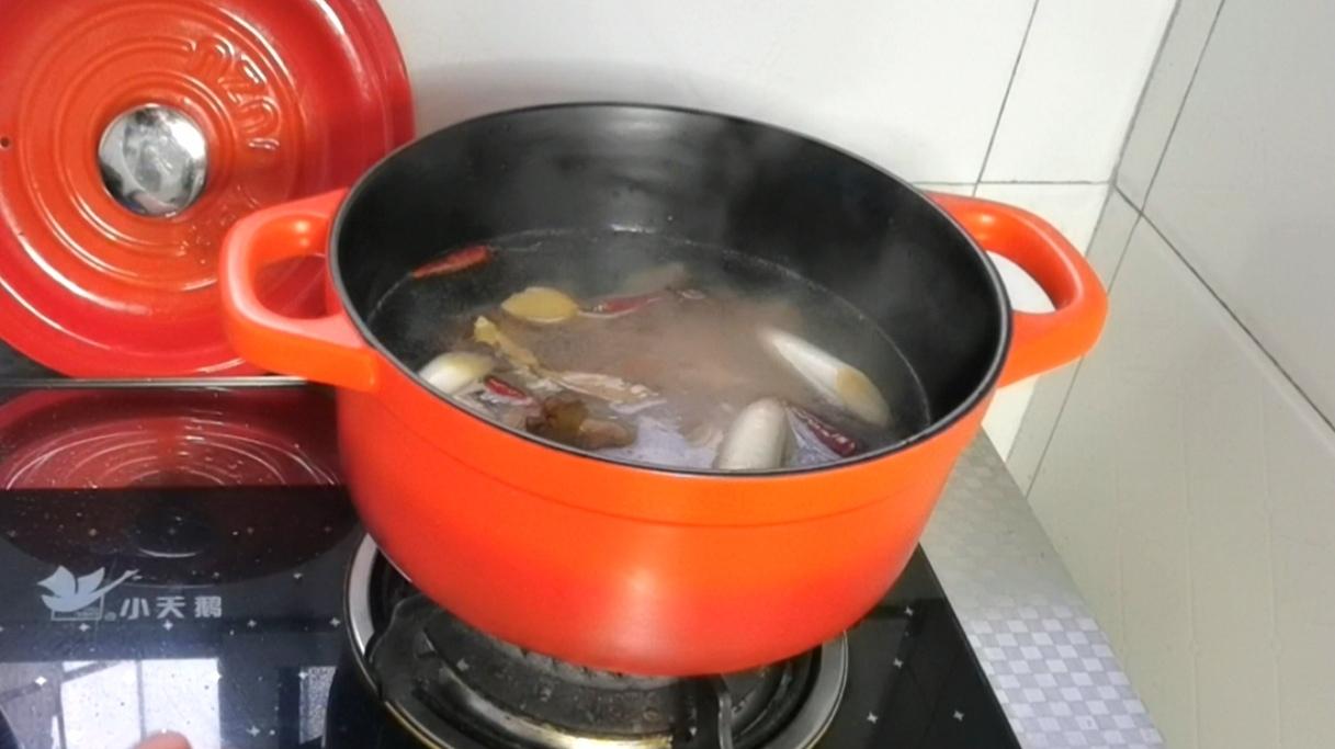 看了直流口水的红烧牛腩炖土豆的简单做法