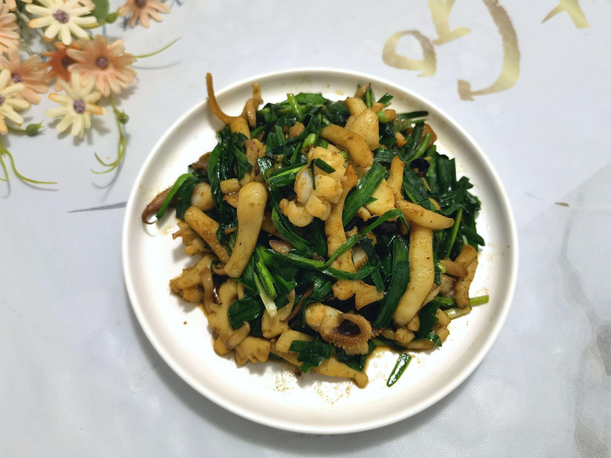 春日鲜品~低脂高蛋白的韭菜炒鱿鱼成品图