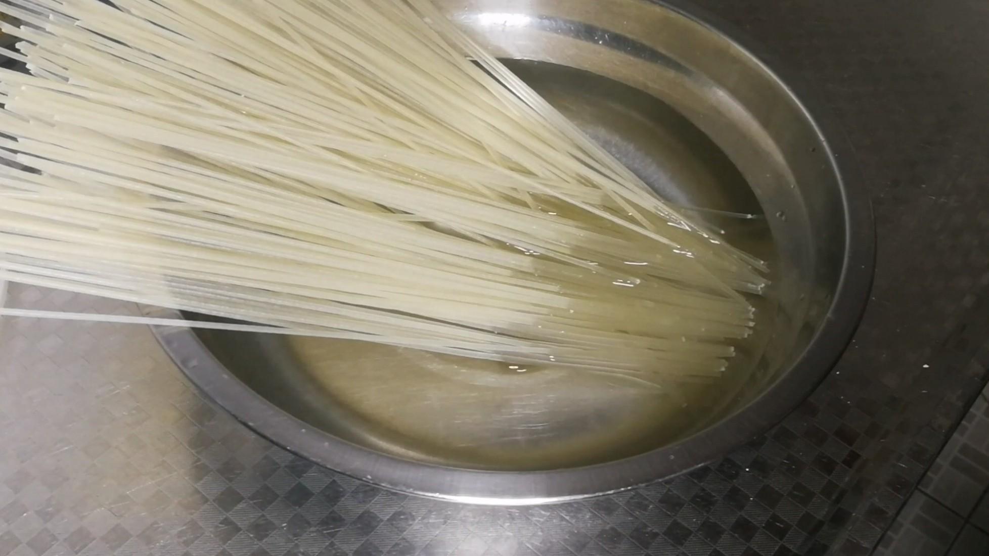 米粉好吃的关键就在这勺臊子的步骤