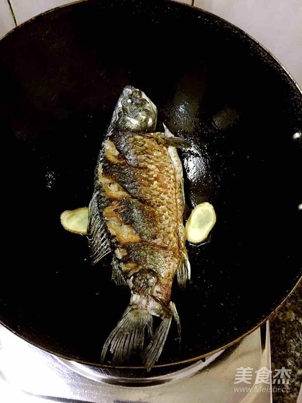白萝卜鲫鱼汤的做法图解