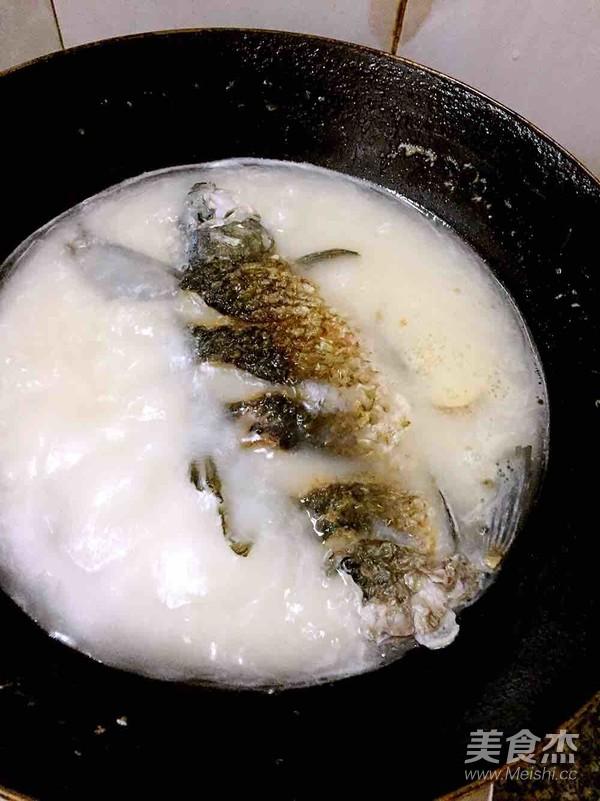 白萝卜鲫鱼汤怎么做